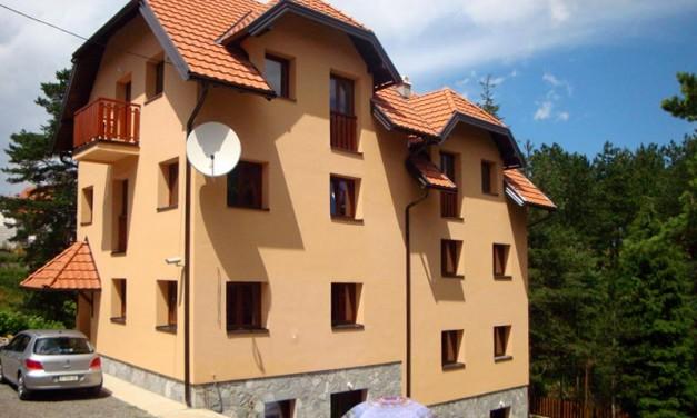 Prodajem višestambenu kuću sa osam stanova-apartmana, na Tari