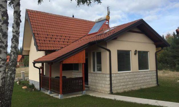 Na prodaju vikendica udaljena 3.5 km od Kaludjerskih Bara – Hotela Omorika