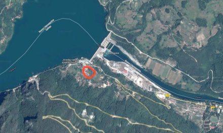 Prodajem plac na jezeru Perucac od 38 ari pored samog ulaza u hotel Jezero