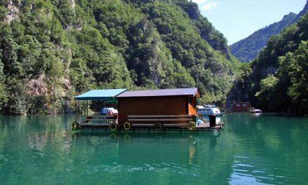 Prodajem splav sa kućicom na jezeru Perućac